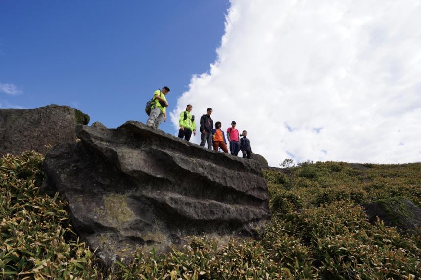 妙高台石是一片可容納立十數人的石台。