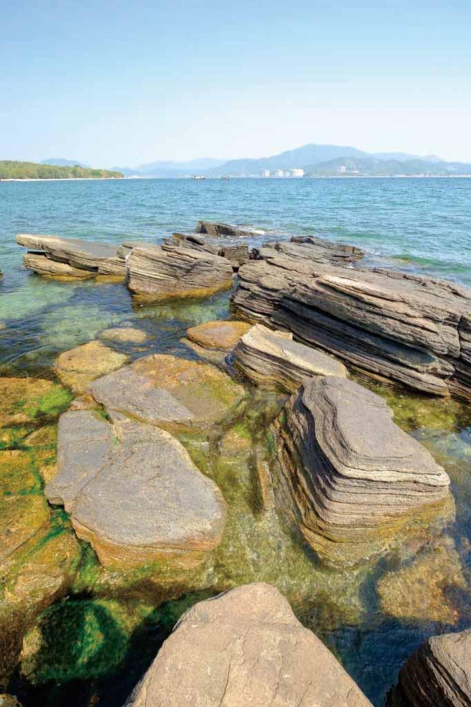 東平洲 | 地質 | 岩石
